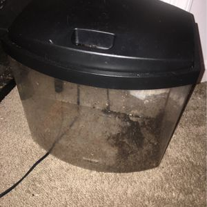 2.5 Gallon Tank W/ Working Filter And Random Decor for Sale in Woodbridge, VA