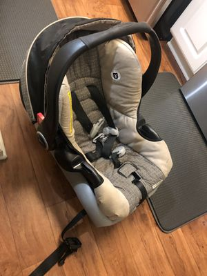 GRACO baby car seat whit base for Sale in Greensboro, NC