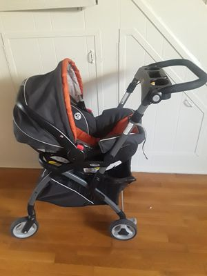 Graco car seat with stroller frame for Sale in Brooklyn, NY