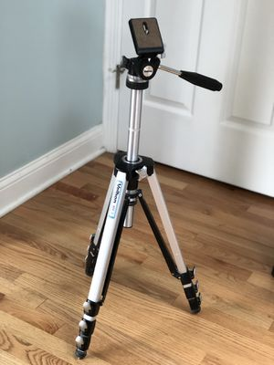 Velbon AEF-3 Camera Tripod for Sale in Willowbrook, IL