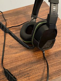 PDP Xbox One Afterglow LVL 3 Stereo Gaming Headset, Black and Xbox one controller for Sale in Fort Myers,  FL