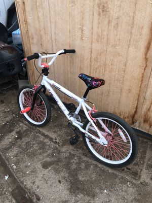 """Two kids bikes for sale. 20"""" and 16"""" for Sale in Perris, CA"""