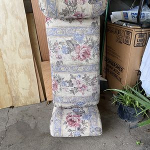 Free Small Sofa for Sale in Newberg, OR