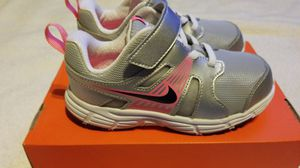 NEW toddler girls shoes athletic NIKE DART sz 10 for Sale in Clovis, CA
