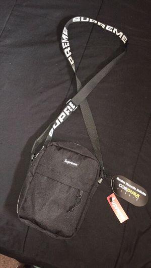 Supreme Shoulder Bag for Sale in Bell Gardens, CA