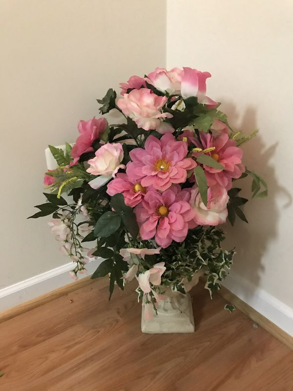 Artificial pink flowers plant