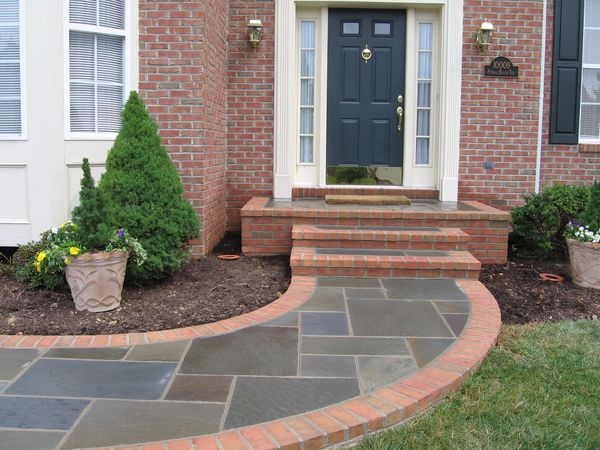 bricks or concrete stone walkways are made as the client asks for good work at a good price the estimate is free👍🏼