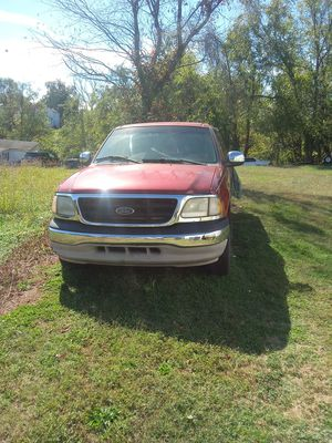 Ford f150xlt for Sale in Lynchburg, VA