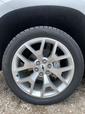 "New 22"" Chevy / GMC Honey Comb Rims And New Tires 6 Lug 22 Wheels 22s Rines y llantas Chevrolet Silverado Tahoe Avalanche GMC Sierra Yukon suburban D for Sale in Dallas, TX"