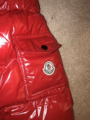 Moncler Men's SMALL coat NEW for Sale in Burtonsville, MD