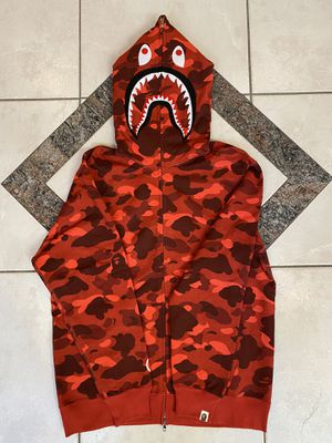 BAPE RED CAMO SHARK HOODIE SZ(L) for Sale in Plano, TX