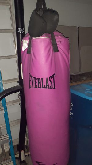 Everlast punching bag with stand for Sale in Henderson, NV