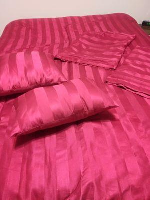 Red reversible Queen Comforter Set for Sale in Menifee, CA