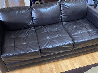 Black Couch Good Condition for Sale in Chicago,  IL