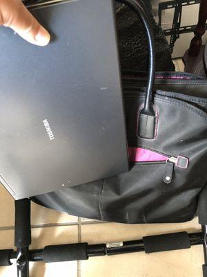 Toshiba laptop w bag for Sale in Miami, FL