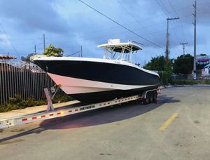 Hydra sports 3300 vector cc twin Yamaha outboard for Sale in Miami, FL