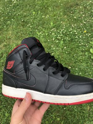 Jordan 1 Mid Black/Red for Sale in NEW CUMBERLND, PA