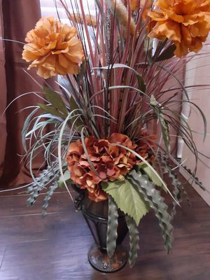 Warm spice flower and vase for Sale in La Vergne, TN