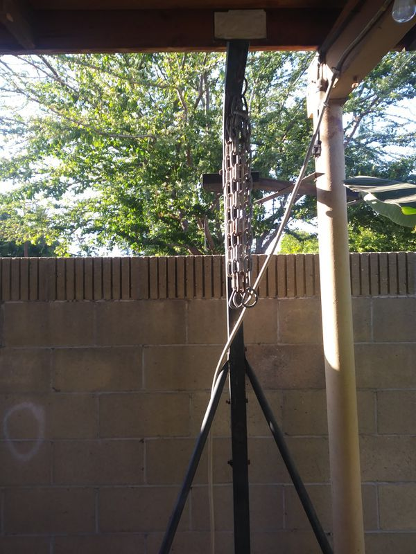 Everlast punching bag and speed bag holing post