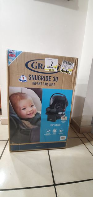 Graco SnugRide click connect 30 Infant Car Seat for Sale in Hialeah, FL