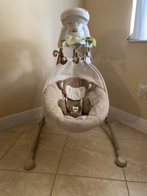 Fisher Price Baby Swing for Sale in Lake Worth, FL
