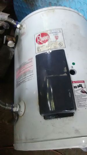 19 gallon electric water heater for Sale in Laredo, TX