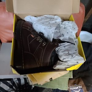 men's dr. martens industrial ironbridge 6 in steel toe work boots 11size for Sale in Chicago, IL
