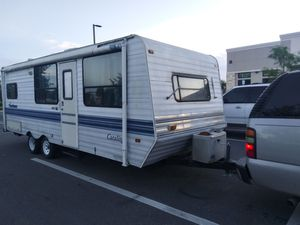 26ft Coachman 1999 pull behind camper clean ready to go! CLEAR TITLE IN HAND for Sale in MAGNOLIA SQUARE, FL