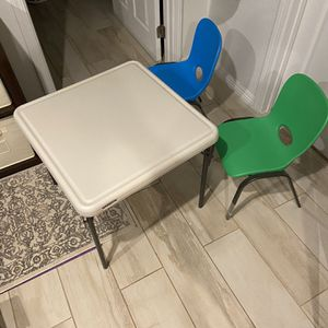 Kids Table And 2 Chairs Set for Sale in Chatsworth, CA
