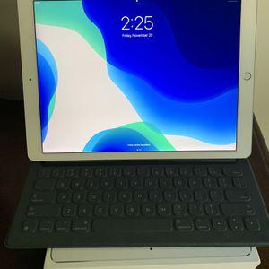 "iPad Pro 12.9"" 256gb Unlocked Cellular & WiFi + Apple Keyboard 2nd Generation for Sale in Charlotte, NC"