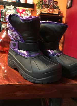 Girls snow boots size 4. Se habla espanol for Sale in Salida, CA