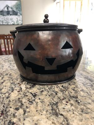 Pumpkin Caldron with lid for Sale in Vacaville, CA