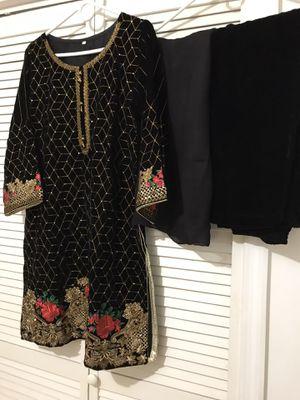Velvet dress for Sale in Jersey City, NJ