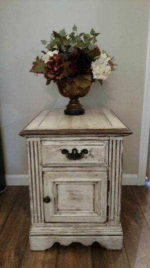 End table / night stand for Sale in Ephrata, PA