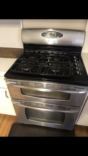 Gas range and microwave for sale! for Sale in San Diego, CA