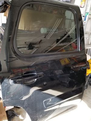 07 08 09 2010 2011 2012 2013 2014 GMC YUKON DOOR for Sale in Los Angeles, CA