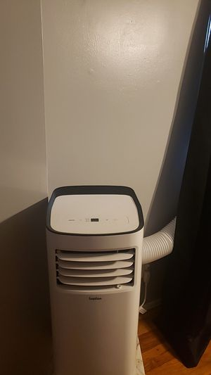 Portable ac new 3months old selling for 200 paid 350 also have small window unit for 100 for Sale in Staten Island, NY