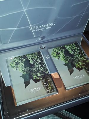 Vera wang collection edition 5x7 for Sale in Seattle, WA