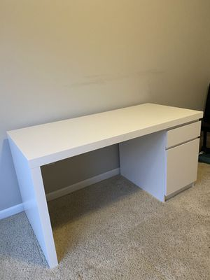 White Desk for Sale in Columbus, OH