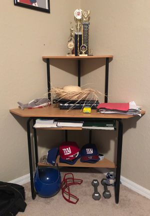 Corner desk for Sale in Lakeland, FL