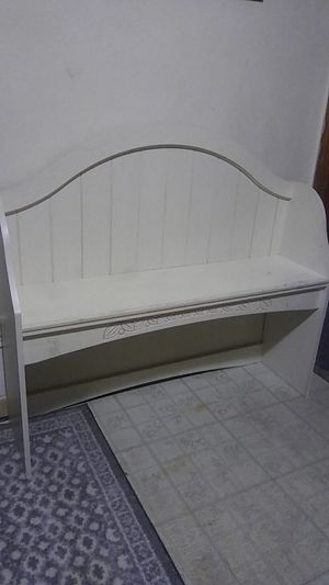 Small toddler bench or Shelf for Sale in Chesapeake, VA