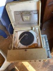 Vintage record player works comes with speaker for Sale in Wichita, KS