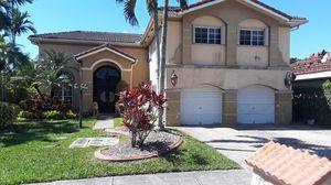 Pinto toda su casa for Sale in Miami, FL