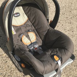 Chicco Infant Car Seat With Base for Sale in Philadelphia, PA