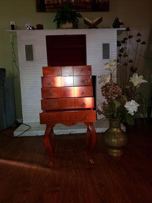 Joyero de 4 cajones estilo antiguo muy bonito.Alto: 35 Largo 12 1/2 Ancho 12 1/2 for Sale in Perris, CA
