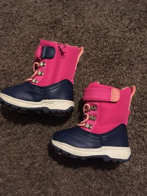 Snow baby boots the size of children's size 5 for Sale in Cleveland, OH