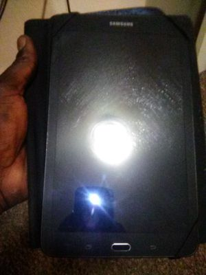 Black Samsung tablet E in great condition I take 100$ for it... for Sale in US