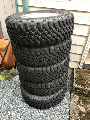 5 Jeep Wrangler Rubicon stock wheels and tires for Sale in Kirkland, WA