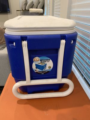 Igloo Wheelie Cooler for Sale in Dallas, TX