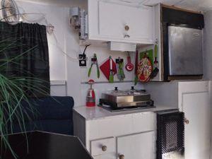 """8"""" ft Slide in Truck Camper for Sale in Miami, FL"""